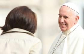Pope Francis in leitlun huap pulhnat lakah Nu pawl ih an ton mi harsatnak hrangah thlacam sak dingah dil nak a nei. May 26.2020